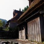 古い茶屋が保存された栃ノ木峠の麓の板取宿。