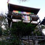 嵐山の中腹に位置する千光寺大悲閣。これは崖際に設えられた客殿。