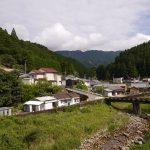拙堂たちが宿泊した小口の村と越えてきた大雲鳥の山並み。