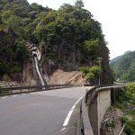 白見の滝。拙堂の記した「葵瀑」だろうか。熊野川右岸には国道が走り、川船の客を楽しませた滝も旧観をとどめない。