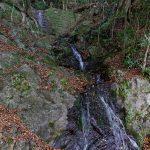嵐山から落ちるとなせの滝。堰堤で風情は失われた。